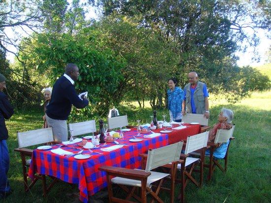 Mara Explorer Camp: Champagne breakfast