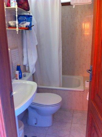 Omayra Hotel : Badezimmer