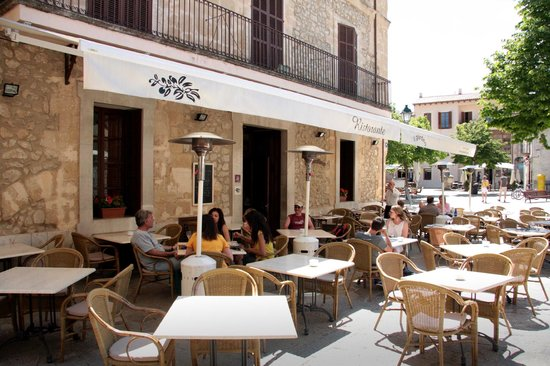 restaurante Il Giardino: set for drinks in the afternoon