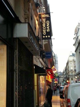 Hotel George Sand : 호텔 앞