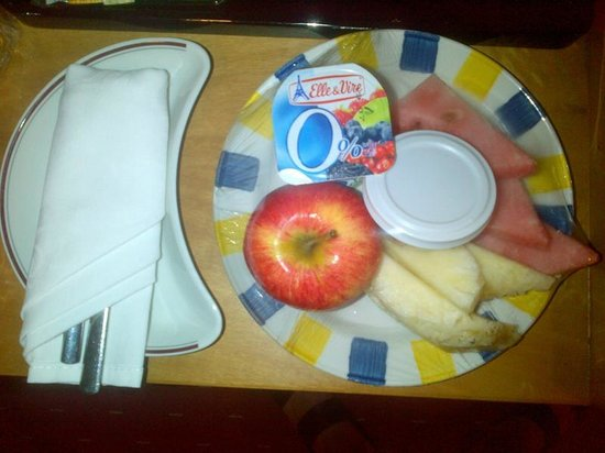 Holiday Inn Accra Airport: Complimentary fruit plate