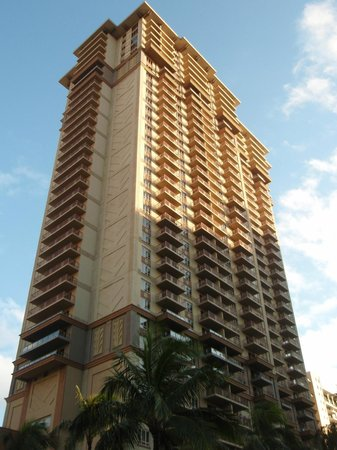 Grand Waikikian by Hilton Grand Vacations: ホテル全景