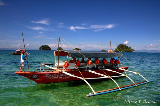 San Agustin, Filipinas: The ferry boat we used to visit the group of islands.