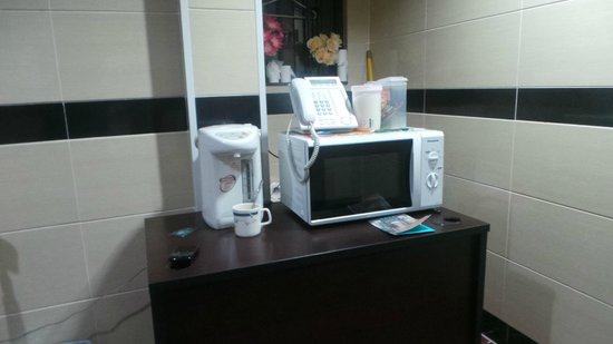 Australian Guesthouse: microwave and kettle