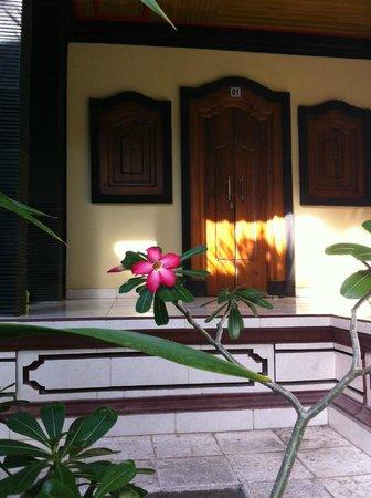 Kubu Kauh Beach Inn Legian: Unsere Terrasse