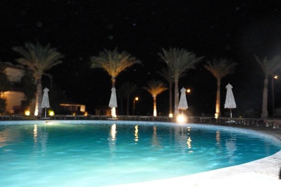 Dahab Paradise: swimming pool by night