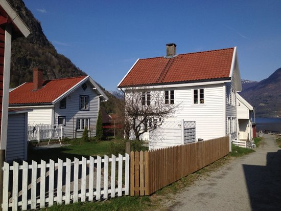 Walaker Hotell: En av de mange idyllene i Solvorn