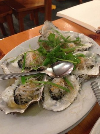 King Wah Restaurant : Oysters with garlic oil vermicelli and chives