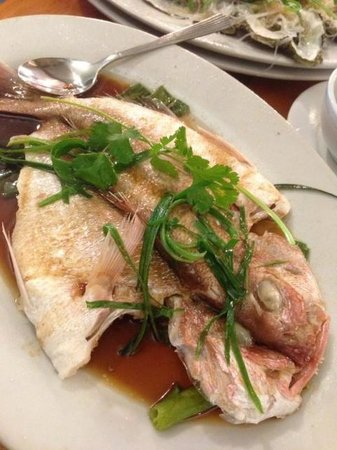 King Wah Restaurant : Steamed red snapper Guangdong style