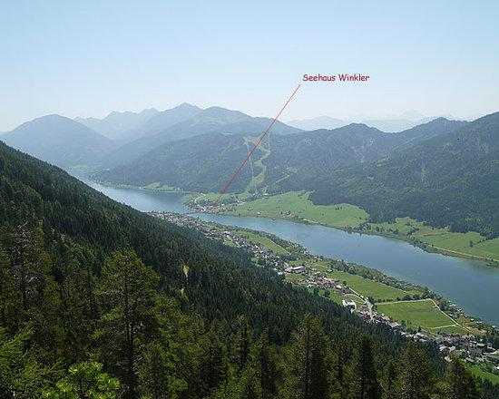 Seehaus Winkler: Unsere Häuser liegen auf der ruhigen Südseite am Westteil des Weissensees mitten in der Natur.