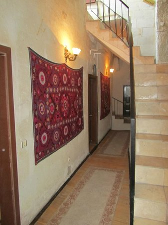 Guven Cave Hotel: Passage to our room