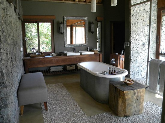 Dulini Leadwood Lodge: Bathroom