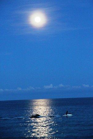 Banana Fan Sea Resort : Enjoying Full Moon Evening