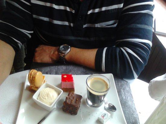 restaurant de la haute ville : café gourmand