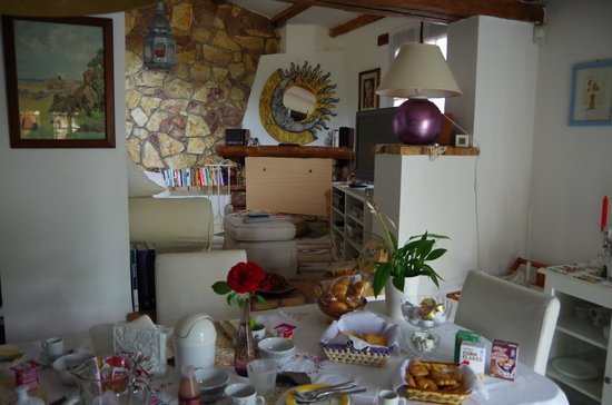 La Casa Nella Roccia.Interno Soggiorno Foto Di B B La Casa Nella Roccia Sacrofano
