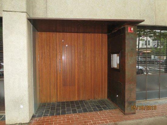 Barcelona: unmarked entrance