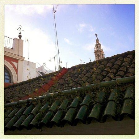 Alminar Hotel: Aus dem Fenster sieht man die Spitze der Giralda, so nah ist die Kathedrale