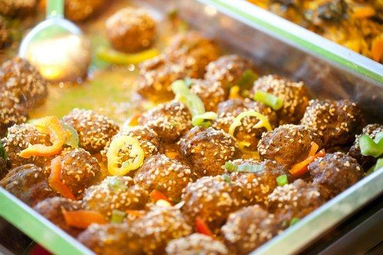 Salut Mediterranean Food: Köfte (turkish meatballs with sesame)