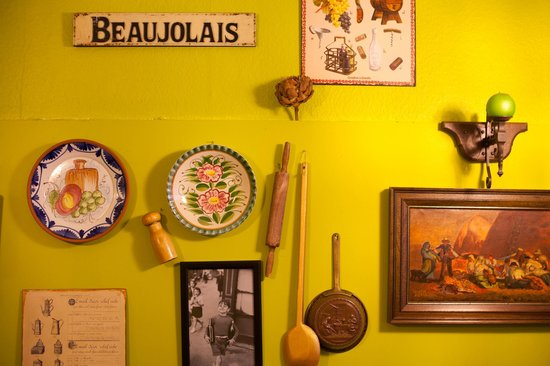 Salut Mediterranean Food: Wall decor