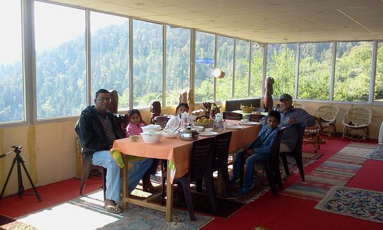 Devi Darshan Lodge: At the breakfast table