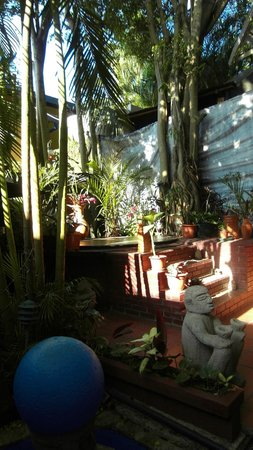 Hemingway Inn: Kleine Oase im Hof