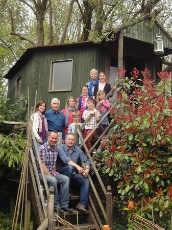 Fanny's Farm Shop: Tree house tea with the family