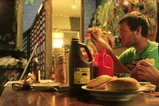 Ozi Inn Backpackers: OZI INN Breakfast