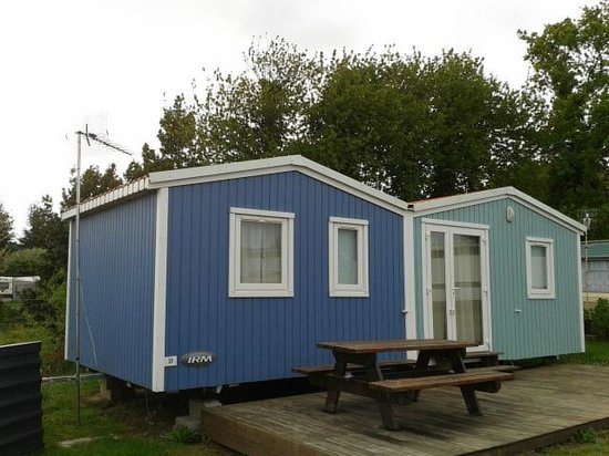 Camping Pen Guen: Cotage=looks plane but 3 bed rooms and kitchen!