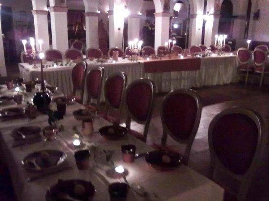 Castello di San Marco Charming Hotel & SPA : cena medievale interno
