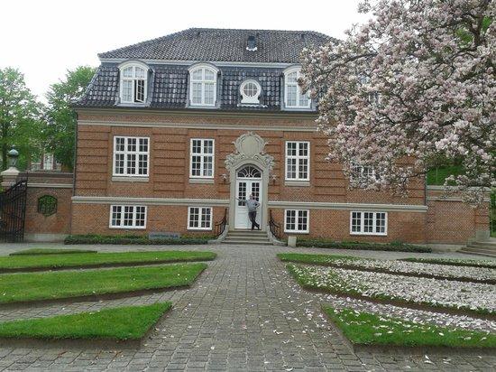 Hotel Koldingfjord: Christians palæ set fra gården