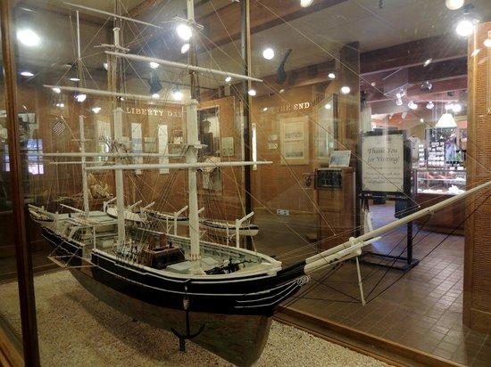 Whalers Village Museum : Modell eines Walfangschiffs