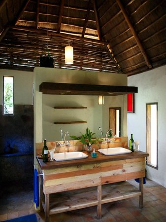 Bwindi Lodge: Bathroom in private villa