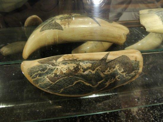Whalers Village Museum : Schnitzereien auf Walzähnen