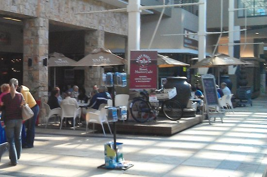 Roast Master Cafe': Outdoor Area (please excuse the poor quality)