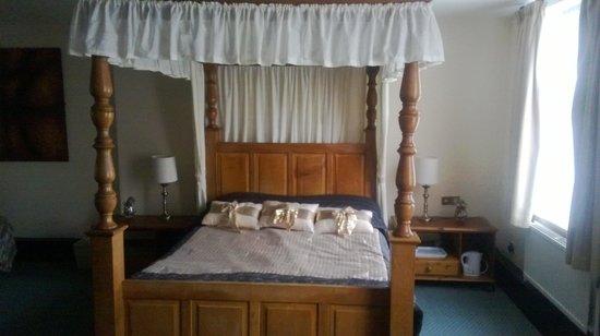 Pied Bull Inn: the four poster bedroom
