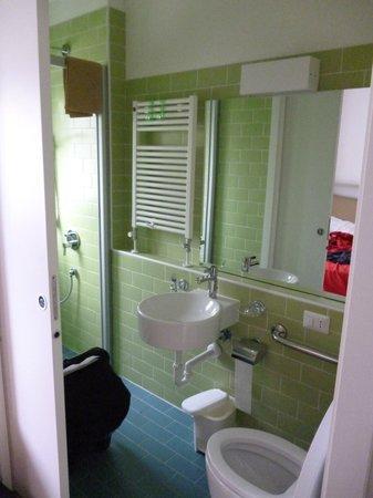 Holiday Village Florenz: Bathroom at the bigger bedroom