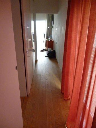 Holiday Village Florenz: Corridor between kitchen and bedrooms