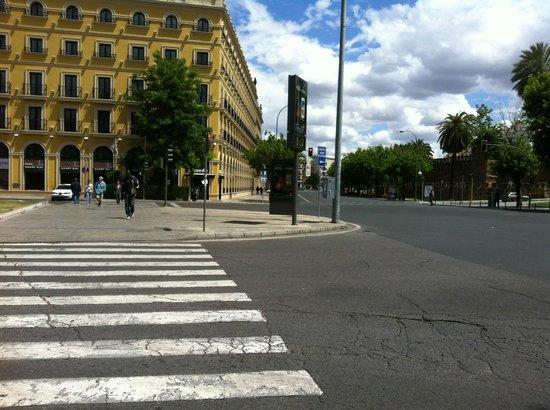 Hotel Sevilla Macarena: l'hôtel à l'angle des avenues...