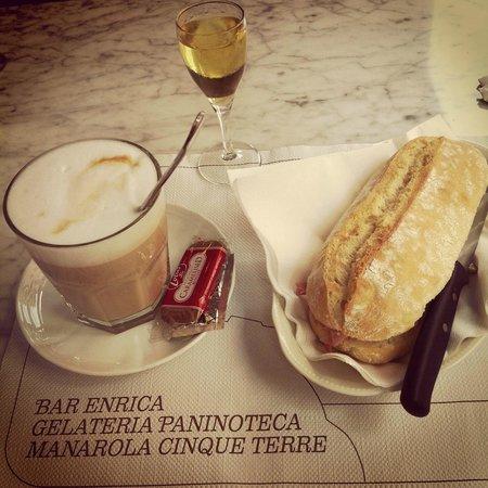 Gelateria Enrica: Cafe machiato, Limoncino and mayana panini :)