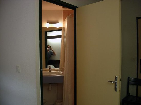 Mister Bed City Lille: view of bathroom from bed