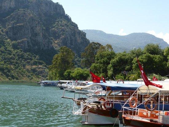 Club Alla Turca: Loads of boats in town