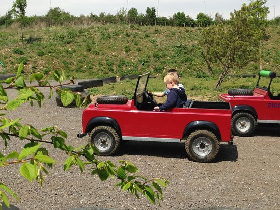 Diggerland: Mini Land Rovers