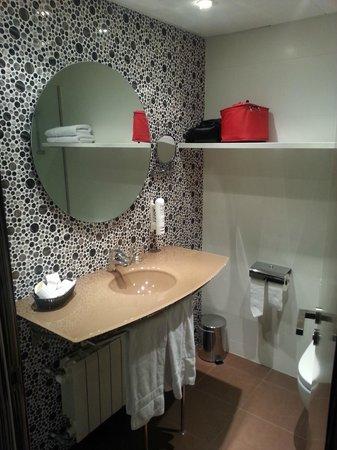 Mola Park Atiram Hotel: lavabo