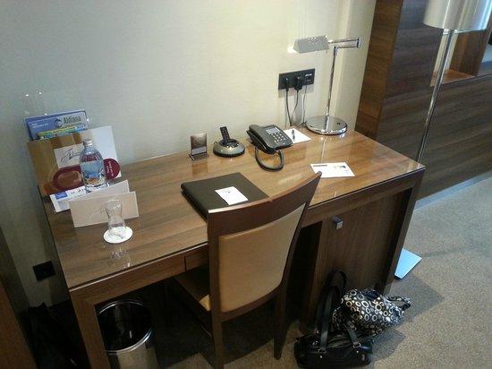 Fleming's Deluxe Hotel Wien-City: großzügiger Schreibtisch