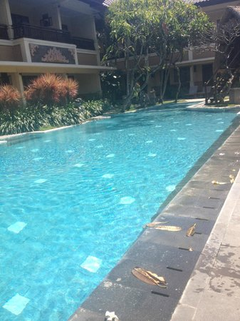 Mutiara Bali Boutique Resort & Villas: Main pool area is lovely too!