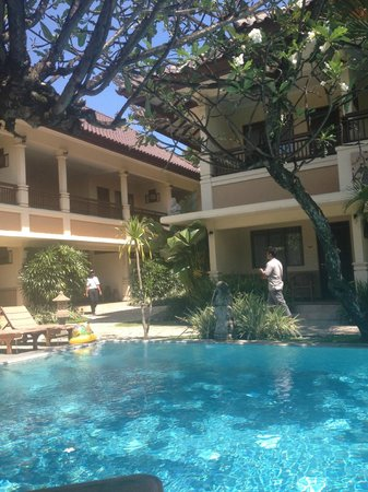 Mutiara Bali Boutique Resort & Villas: More main pool. :)