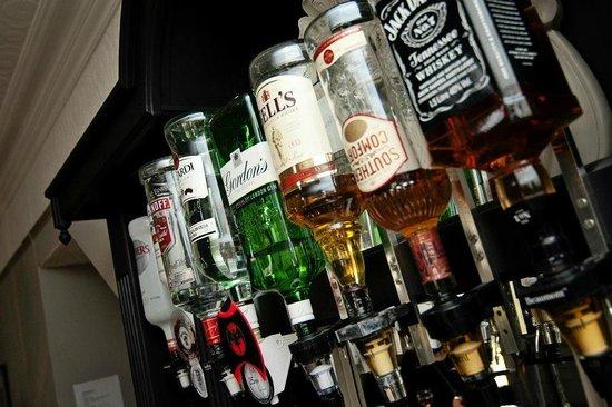 Caldecott Hotel: fully stocked bar at very reasonable prices!!