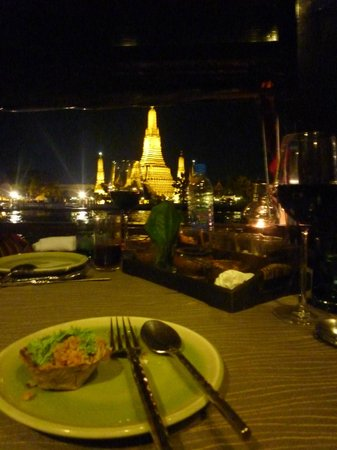 Manohra Dining Cruises Day Tours : wat arun pagoda view from my table