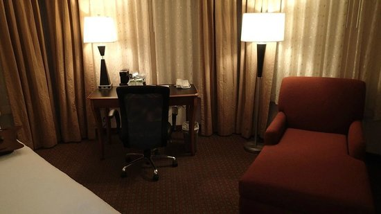 Hampton Inn & Suites Salt Lake City Airport: Desk area