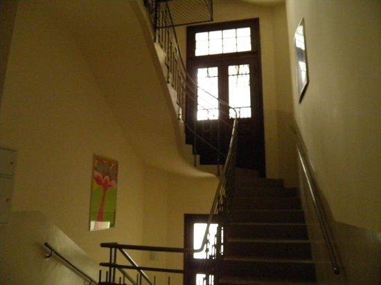 Krakow City Apartments: Escaliers qui mènent aux appartements